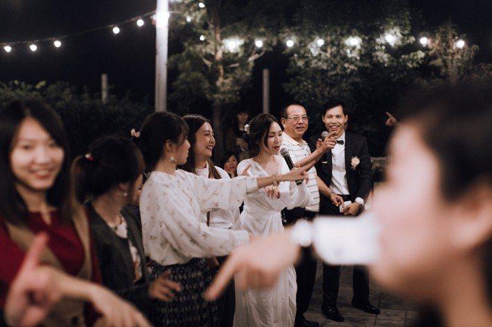 (尚潔(左)與丈夫翰選(右)立足減廢生活,往「沒有垃圾的婚禮」邁進。來源:尚潔)