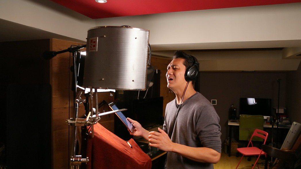 聶雲演唱〈人生無謂〉歌曲深深打動人心,甚至感性落淚。 天作之合劇場/提供