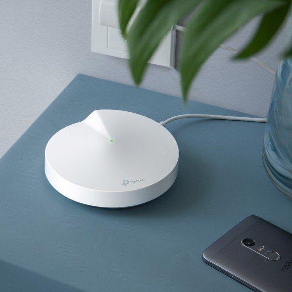 Deco P7 為全台首款 Mesh Wi-Fi 結合電力線的混合式路由器。 T...