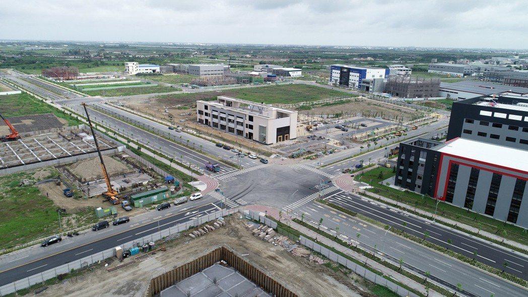 新吉工業區核准114家廠商進駐(57公頃),已有半數業者進駐設廠。 市政府/提供