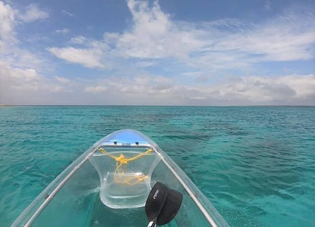 ▲沖繩北部景點推薦-水納島透明獨木舟體驗。(圖/Tripbaa趣吧!亞洲自由行專...