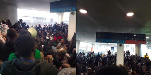數百名非法非裔移民19日闖進法國戴高樂機場,占據航站,求見法國總理菲利普討論移民...