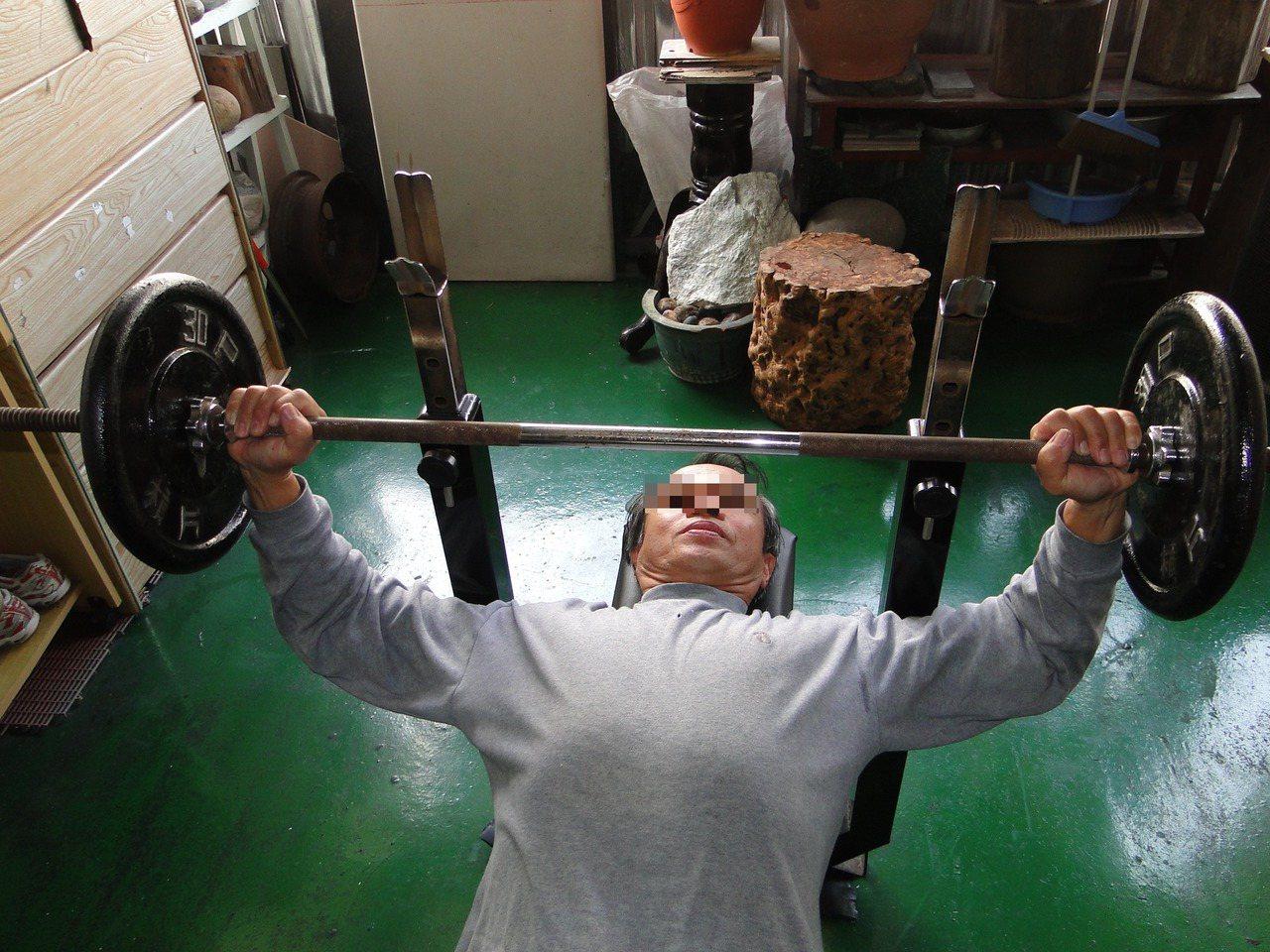 運動過度或重訓後覺得身體不適或暈眩的情形,可能是努責現象導致。圖為示意圖,非新聞...