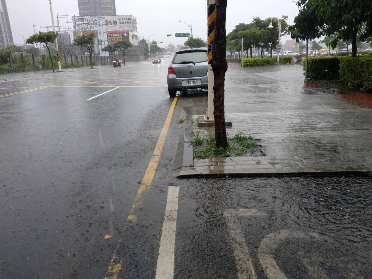 桃園蘆竹區、大園區都達一級警戒,水務局表示,目前收到的消息統計7件淹水,最大降雨...