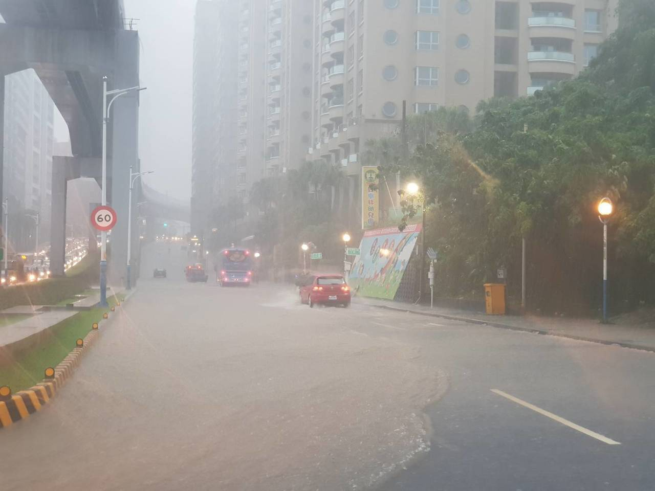 豪雨炸北台 淡水聖約翰科大、真理大學停課