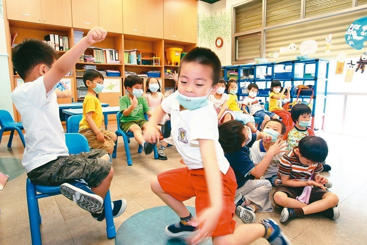 新竹縣幼兒人口多,新竹縣托嬰中心共計51家,議員連郁婷指出只有一位稽查人員,真的...