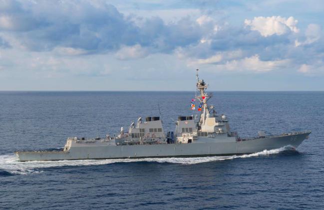美國軍方表示,美軍驅逐艦普瑞布爾號(USS Preble)19日駛近黃岩島。圖方...