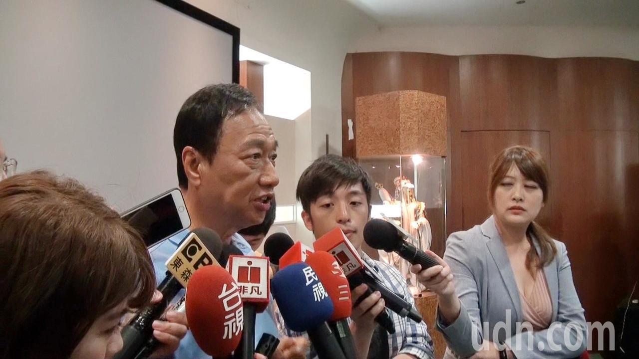 對於民調上升,郭台銘說,會建請黨中央民調最好也用台灣話來做才會更準確。記者蔡維斌...