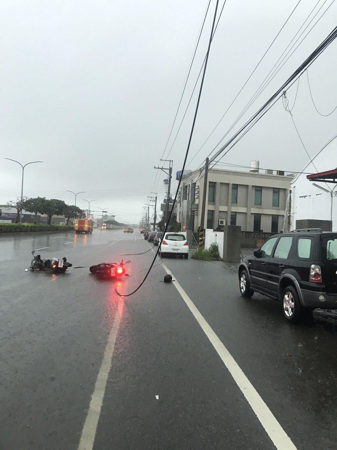 台中騎士觸電摔倒重傷 台電:雷雨打落高壓電線