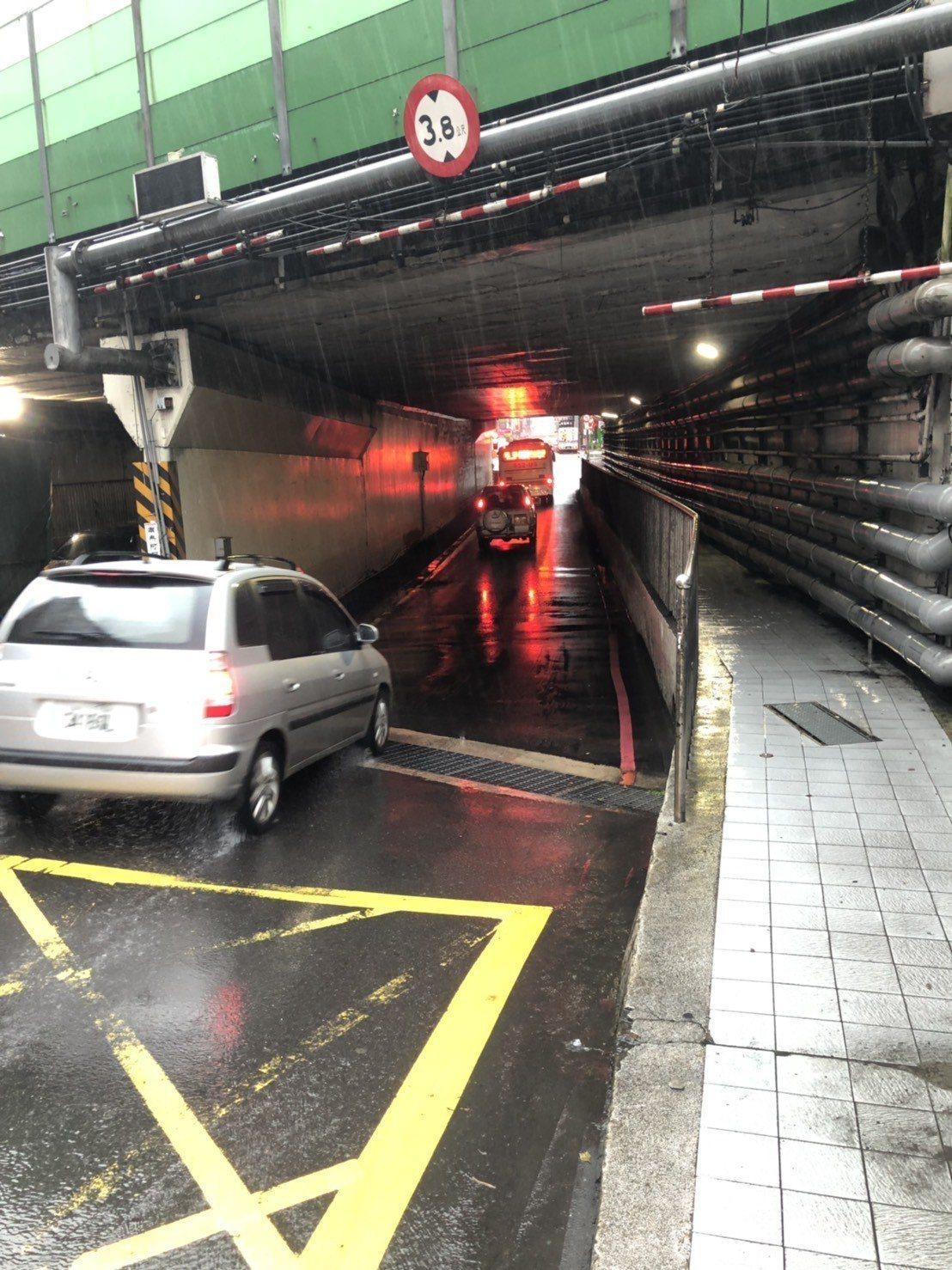 汐止中興路涵洞無積淹水情況。記者胡瑞玲/翻攝