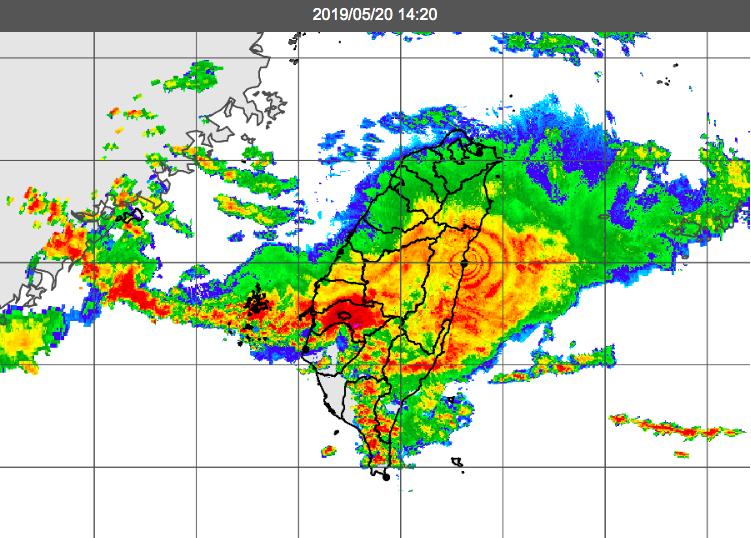 受到鋒面影響,部分學校宣布停課,淡江大學、文化大學、輔仁大學則公告,若因豪雨無法...
