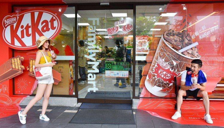 「全家國父紀念館店」化身雀巢 KitKat 限定店鋪。圖/台灣雀巢提供