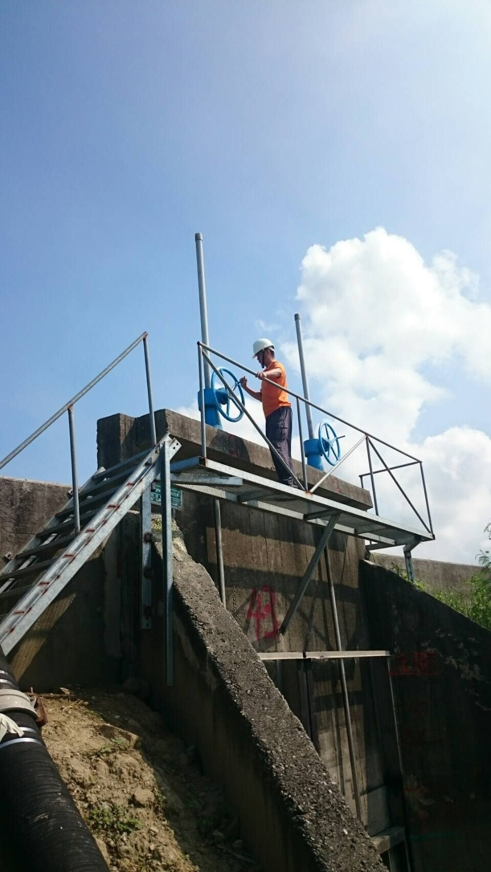 台南市政府水利局派員檢修各抽水站維持高妥善率因應。圖╱台南市政府水利局提供