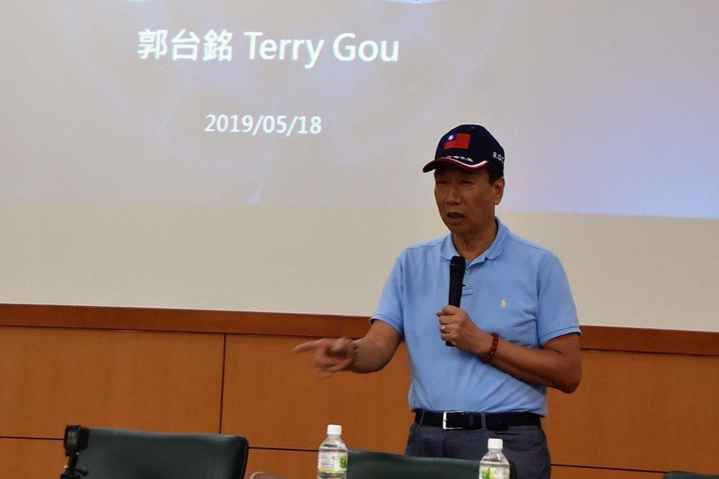 鴻海董事長郭台銘今天到雲林科技大學與大學生座談。記者陳雅玲/攝影