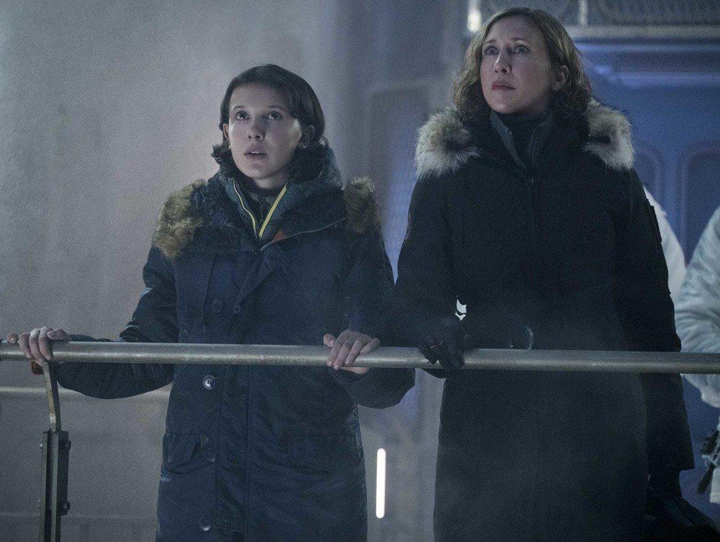 米莉芭比布朗(左)、薇拉法蜜嘉(右)在「哥吉拉II怪獸之王」飾演感情極好的一對母...