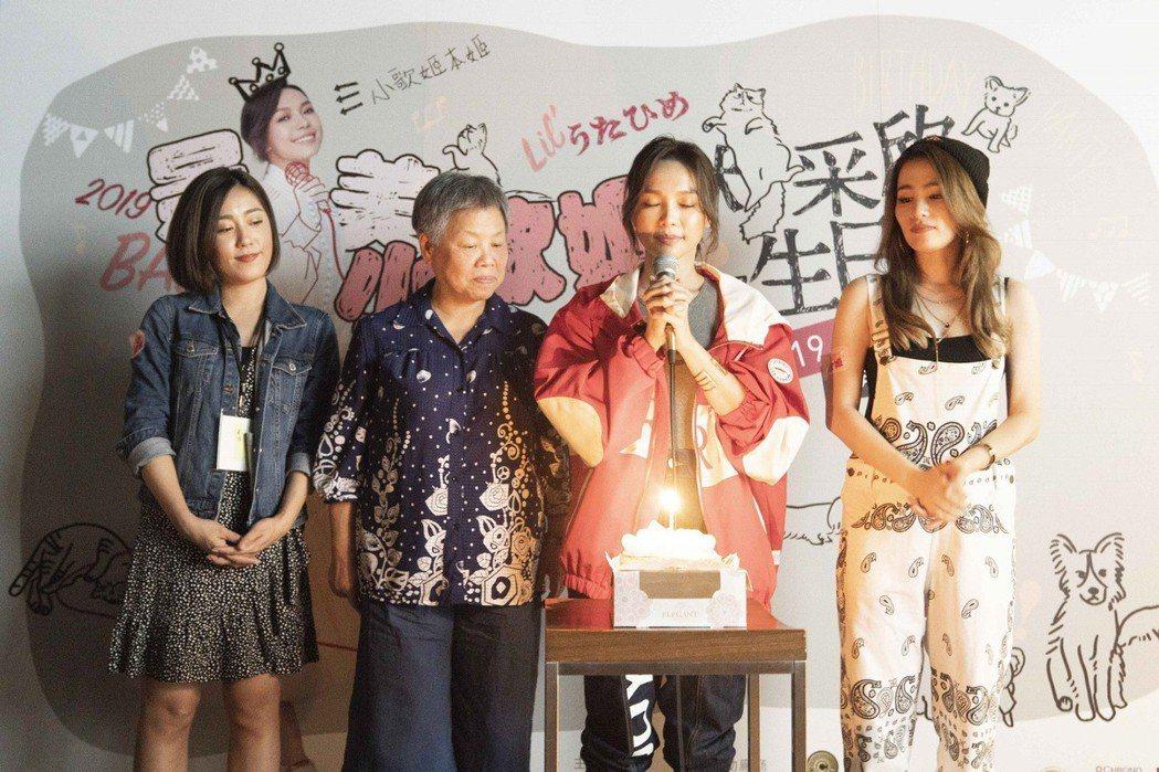 林采欣(右二)慶生,媽媽(左二)與好友米非(左)、呆寶靜到場同歡。圖/永興行工作...