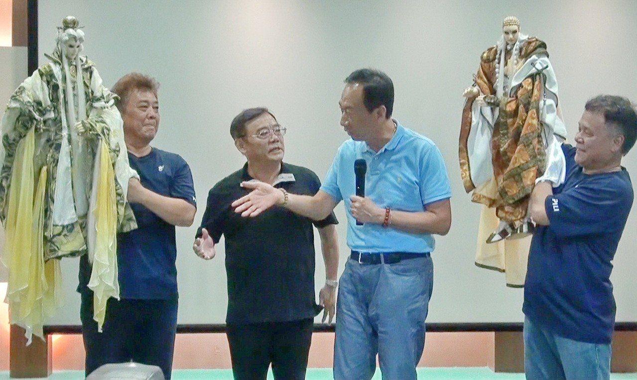 郭台銘說他想學素還真除妖降魔的正義精神來翻轉台灣。記者蔡維斌/攝影
