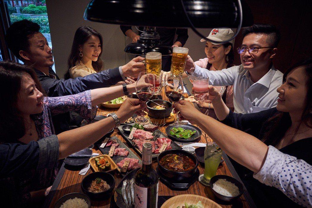 上吉燒肉包廂隱密性高,聚餐大口喝酒大口吃肉。 圖/上吉燒肉提供
