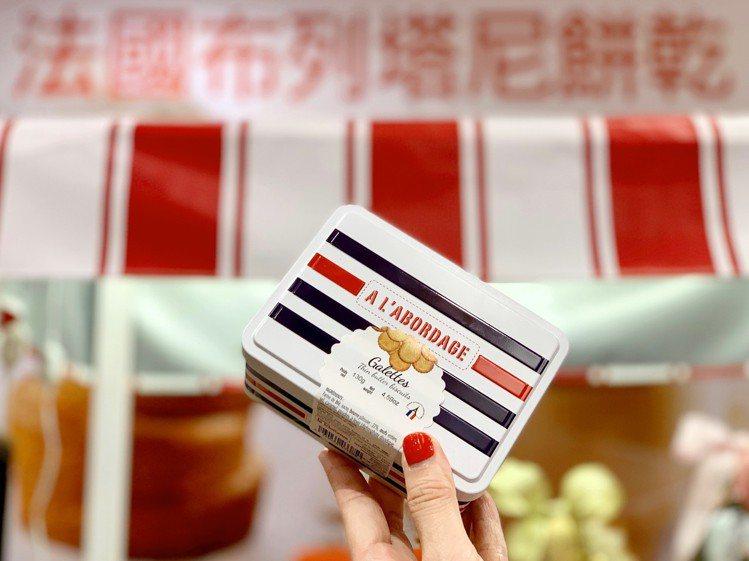 小巧可愛的鐵盒造型餅乾,售價250元。記者張芳瑜/攝影