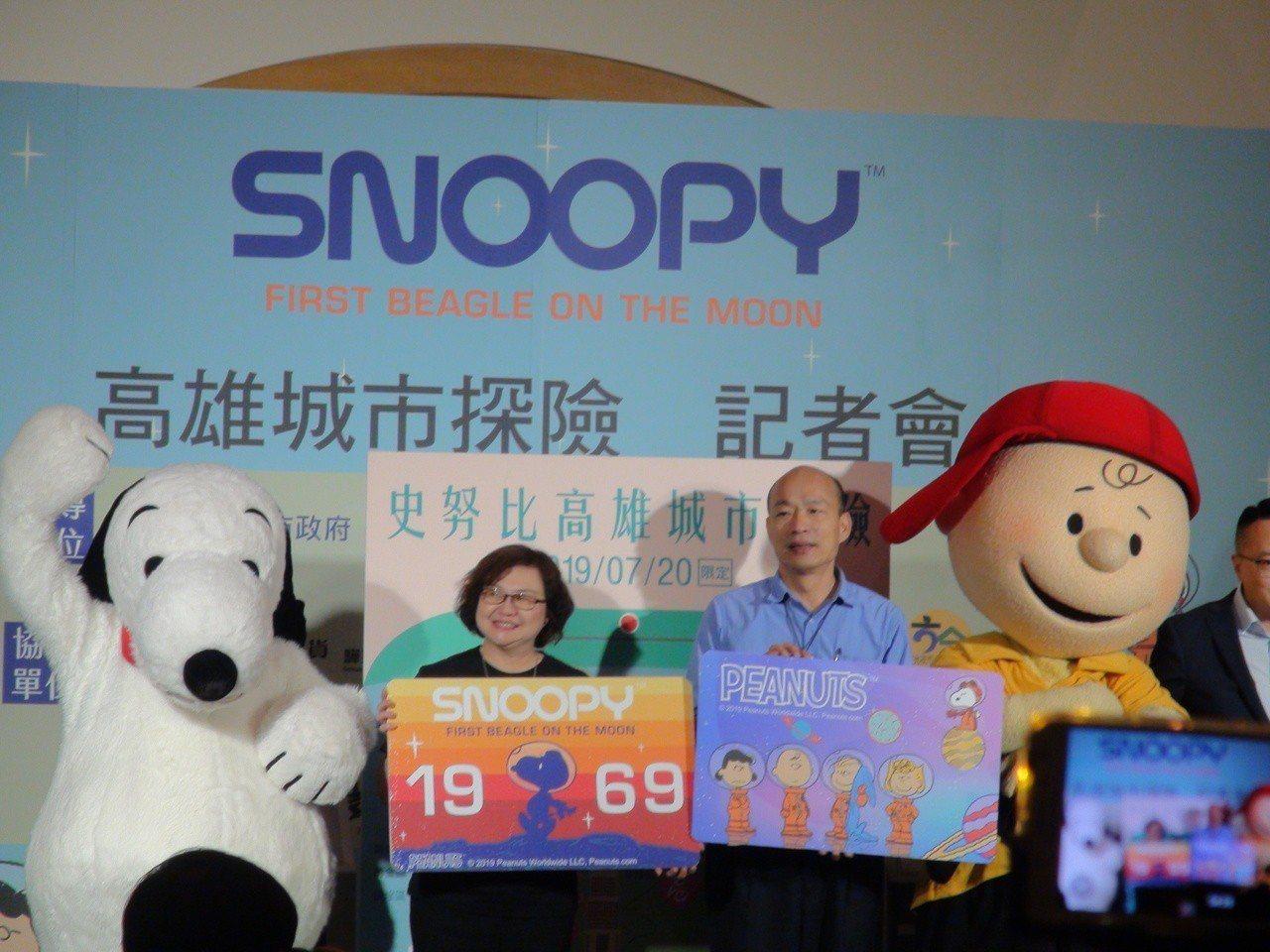 高雄市今年7、8月安排頗受大人、小孩喜愛的Snoopy擔任觀光大使。記者謝梅芬/...