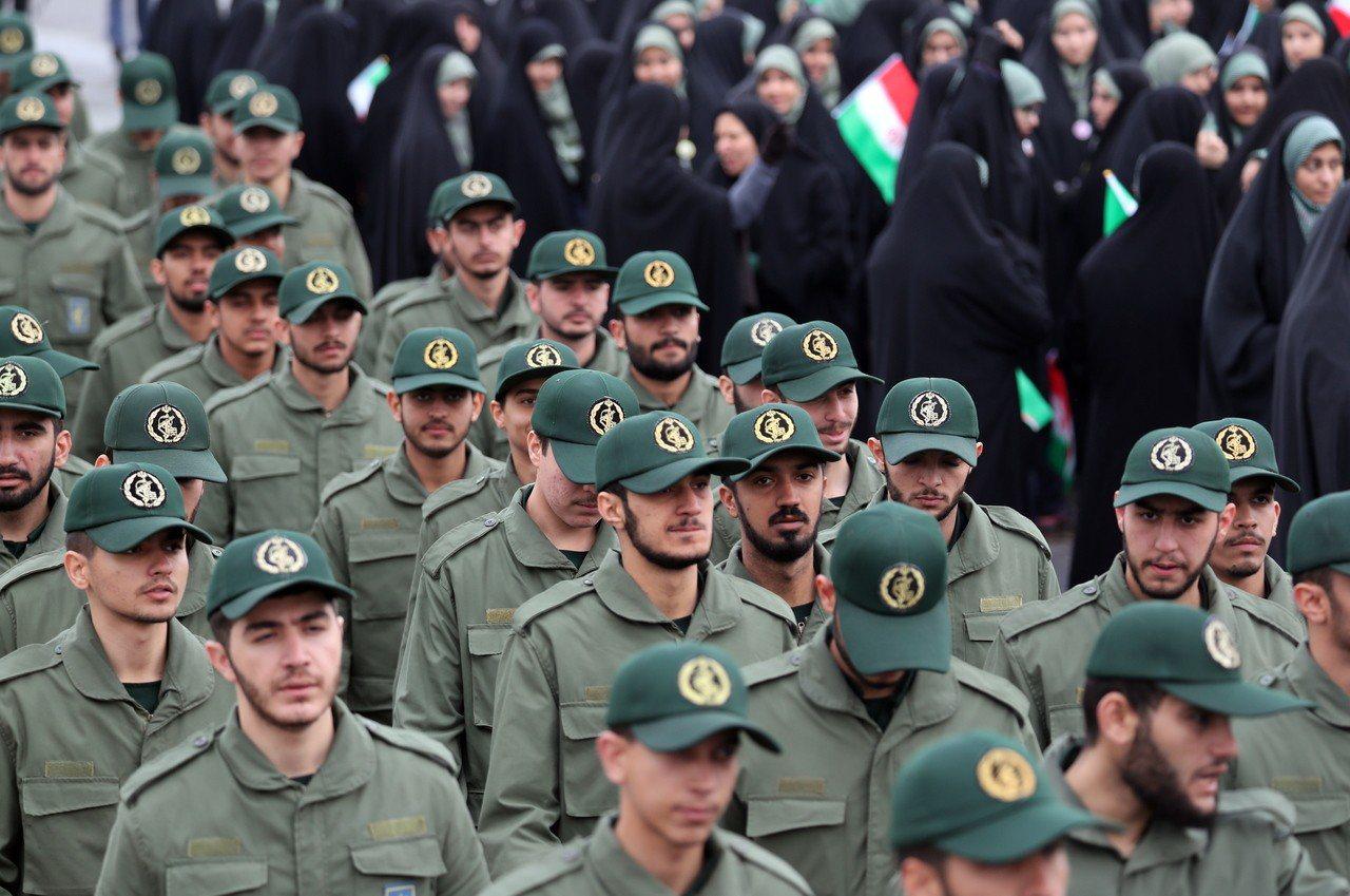 美伊關係近來不斷緊張,甚至大打口水戰。圖為伊朗菁英部隊─伊斯蘭革命衛隊。歐新社