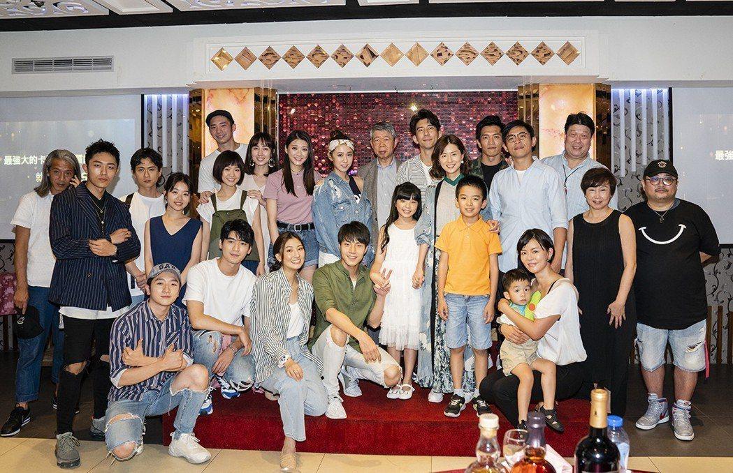 「天堂的微笑」演員群出席殺青宴。圖/TVBS提供