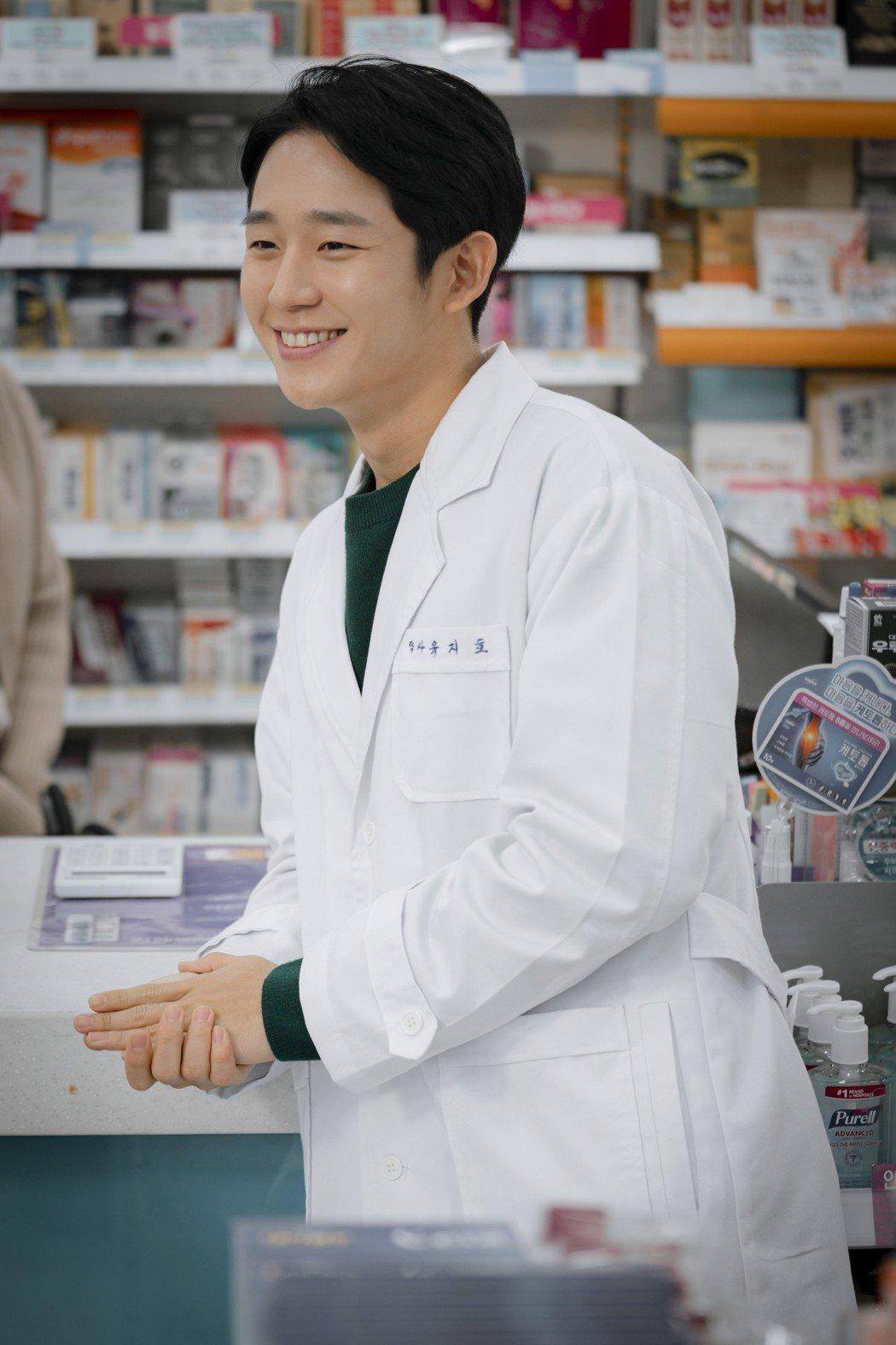 丁海寅飾演藥劑師。圖/Netflix 提供