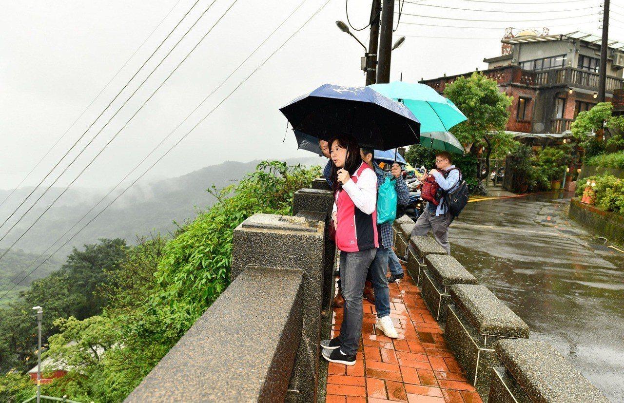暴雨狂炸北台灣,李永萍打立委選戰仍心繫地方居民,並提出2方案減低災害風險。圖/截...