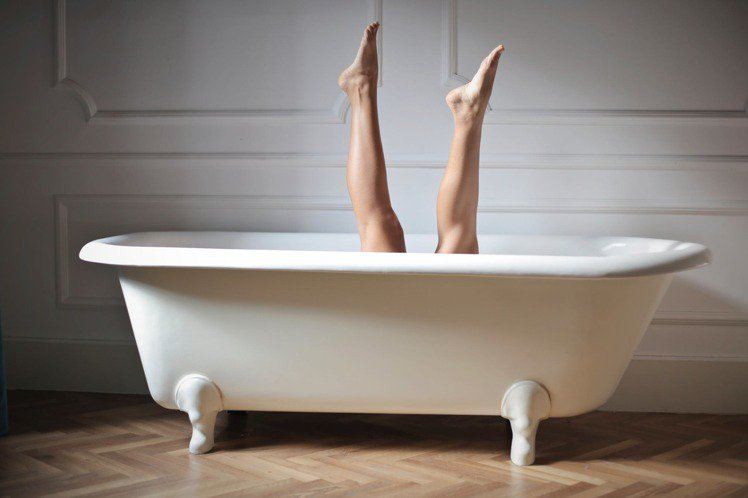 洗完澡不護膚,久而久之,皮膚的緊緻度就會反映出年齡。圖/摘自 pexels