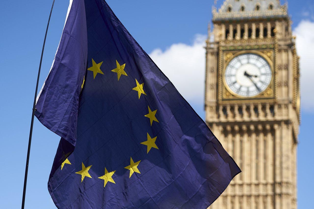 英國脫歐公投舉行前的民調顯示留歐派將勝出,但最終由脫歐派勝出。 (法新社)