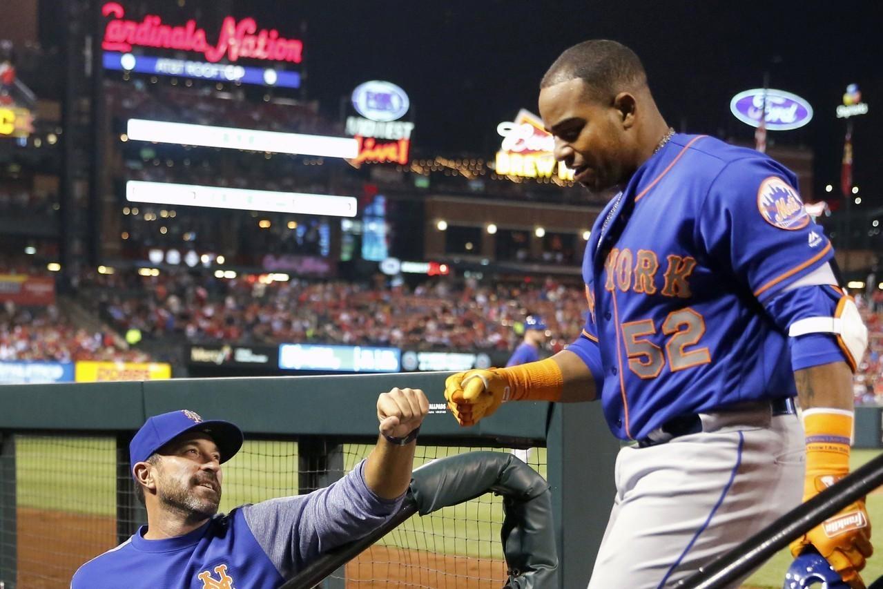 「古巴飛彈」塞佩達斯(右)在自家農場摔斷右腳踝,讓大都會不用再指望他在今年歸隊。...