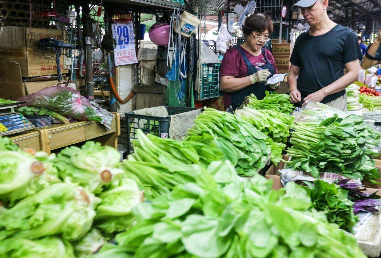 根據台北農產運銷公司資料,今天蔬菜每公斤平均批發價比上一個交易日(19日)略漲2...