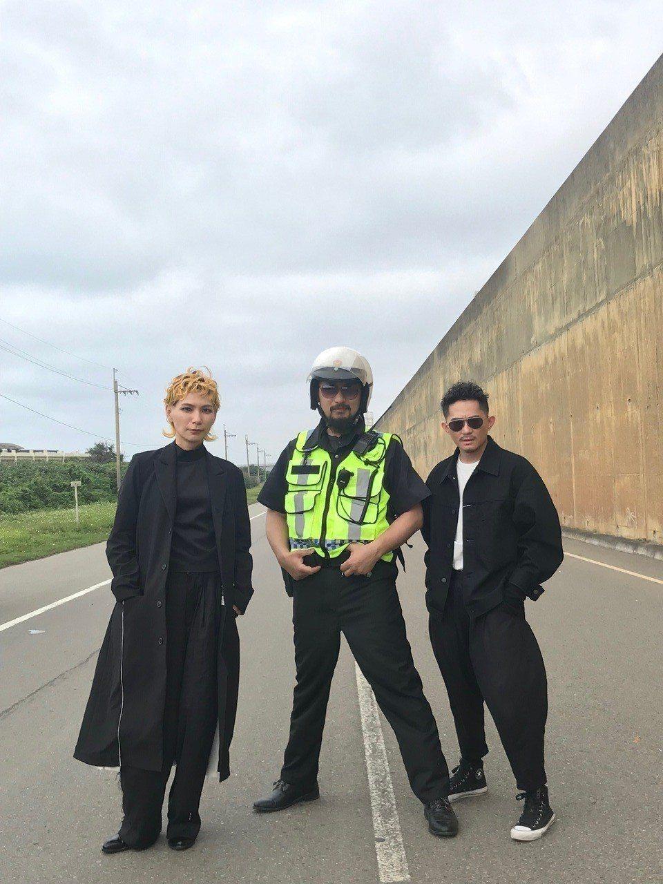 TB「失速人生」MV邀請阿強客串。圖/相知音樂提供