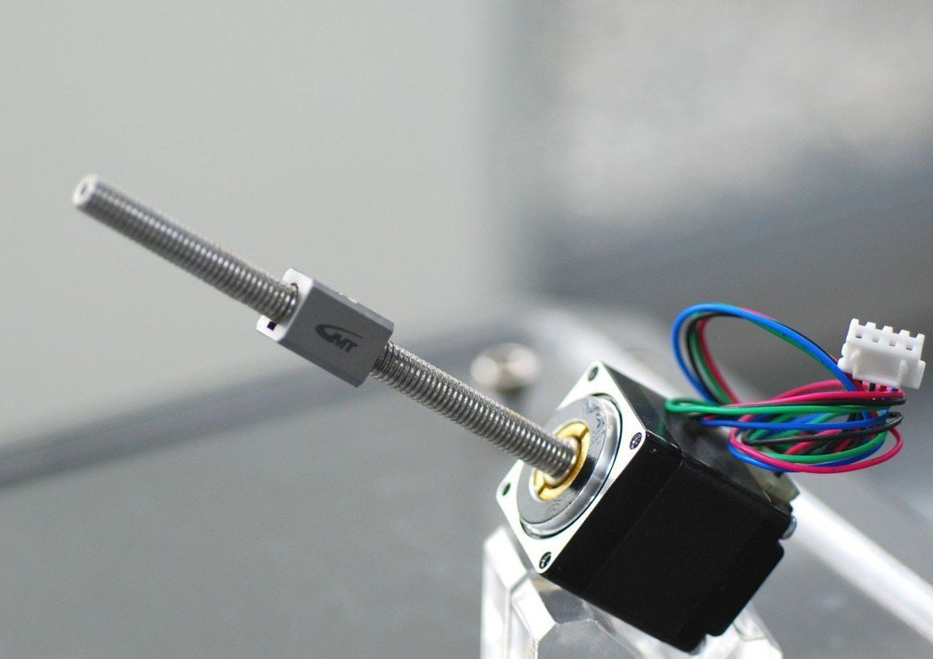 整合步進馬達跟螺桿的產品。 楊鎮州/攝影