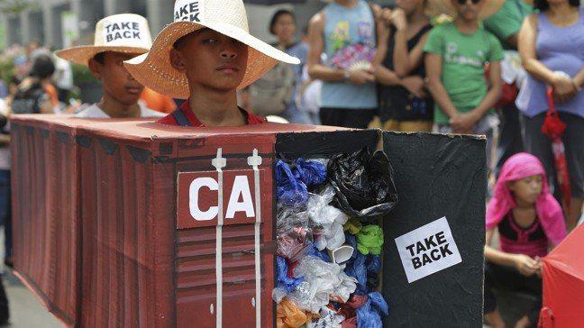 菲律賓與加拿大的垃圾爭議在交涉好幾年後都懸而未決,引發菲國民眾對加國對其傾倒廢物...