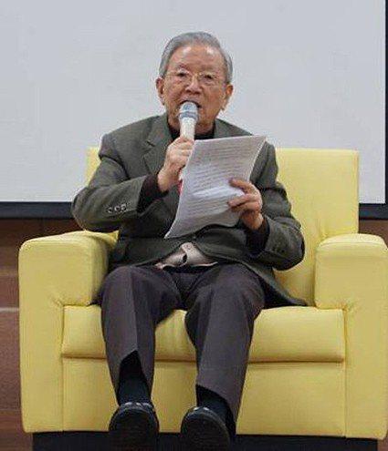 韋政通教授在宜蘭大學「2013高中生命教育創新教學研討會」上。 東華大學/提供