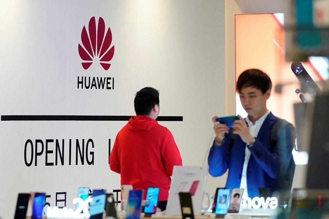 中國媒體報導稱,華為自行開發的作業系統名為「鴻蒙」。 路透