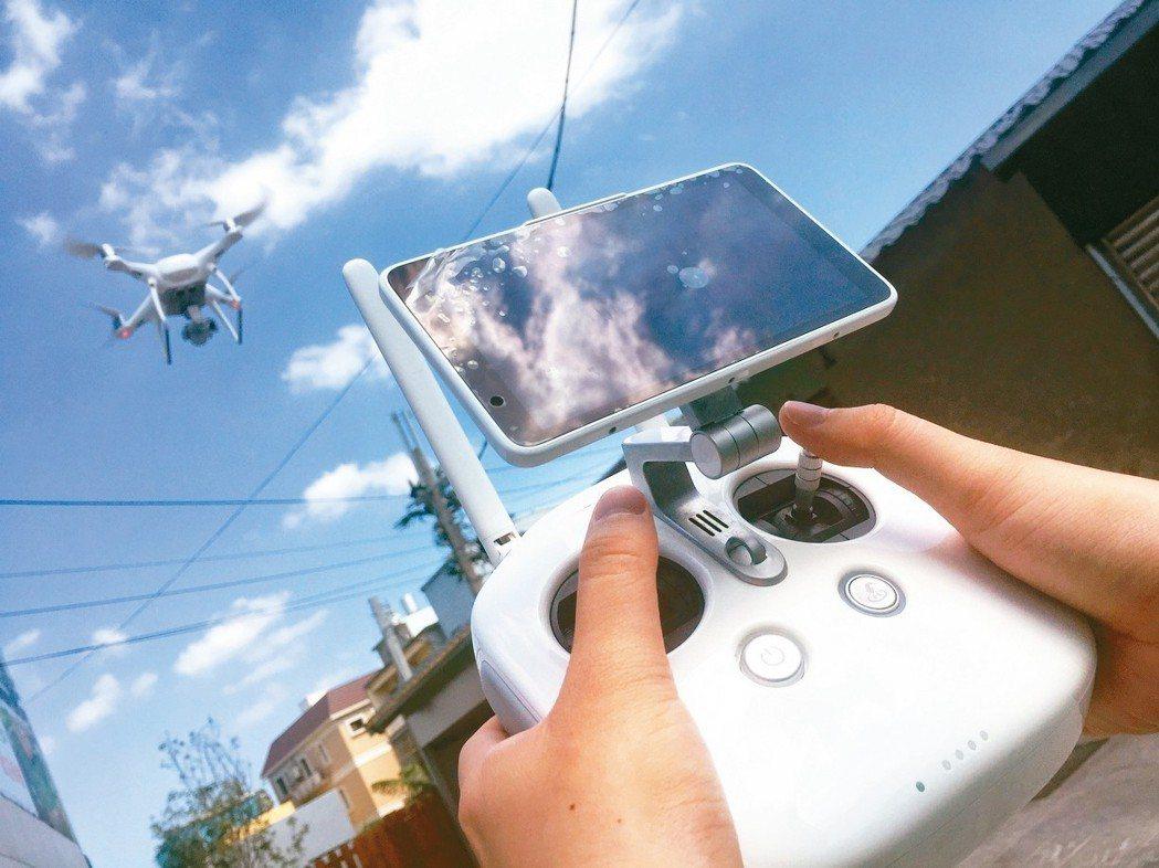 美國國土安全部20日發布警告說,中國製的無人駕駛飛行器,可能把敏感資料傳送至中國...
