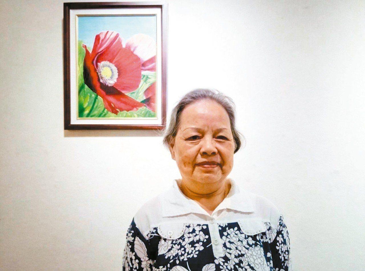 白內障澆不熄熱情,78歲的邱美玉,今天起在基隆市文化中心展出油畫作品。 圖/基隆...