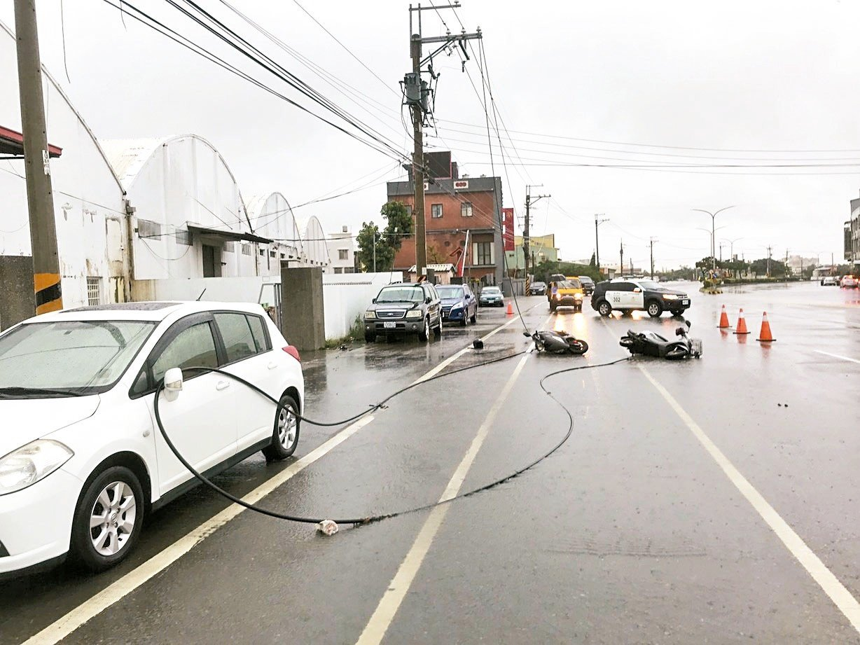 台中市大甲區昨天發生高壓電線斷落,騎士觸電意外,男騎士不治。 圖/警方提供