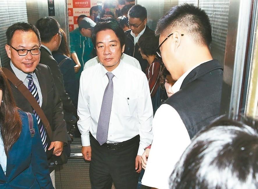 行政院前院長賴清德(中)表示「任何人一個人要贏一定要乾淨贏」。 記者林俊良/...