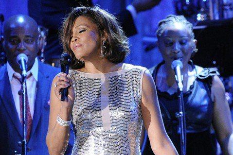 美國已故歌手惠妮休斯頓(Whitney Houston)的遺產管理公司與音樂公司達成協議,可望推出「全息圖」(holograms)巡迴演出及未釋出的音樂專輯,重現這位超級巨星的風采。以紐約為據點的「...