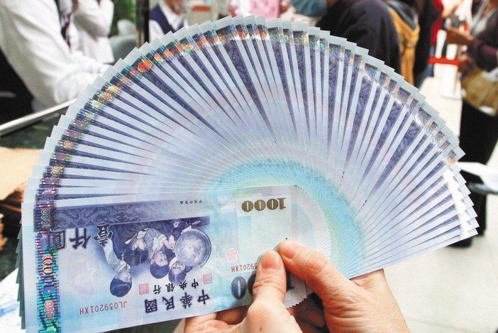 財政部表示,將於1個月內完成檢討是否廢除印花稅。 聯合報系資料照片