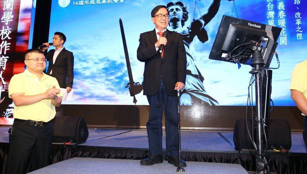 前總統陳水扁日前參與凱達格蘭基金會舉辦的感恩餐會,高唱「愛拚才會贏」。記者陳柏亨...