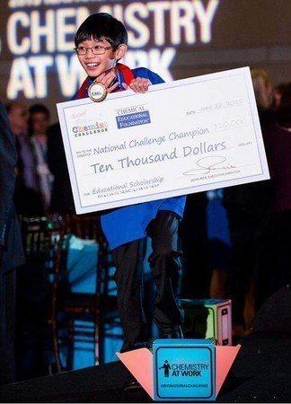 丹尼爾參加了白宮科學展(White House Science Fair),贏得...