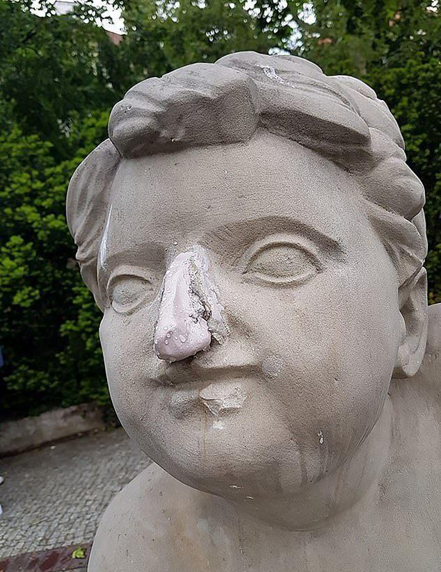 被敲掉的鼻子雖然事後被人補上,但已經殘破不堪。圖/擷自wykop.pl。