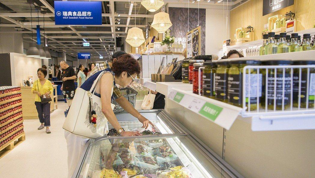 台灣IKEA的餐飲營收佔整體比例高達12%,是全球IKEA中的第一。 圖/商業周...