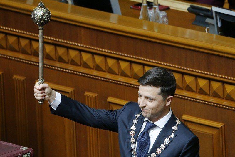 喜劇演員政治素人澤連斯基,在贏得第七屆烏克蘭總統大選後,於5月20日宣誓就職。 ...
