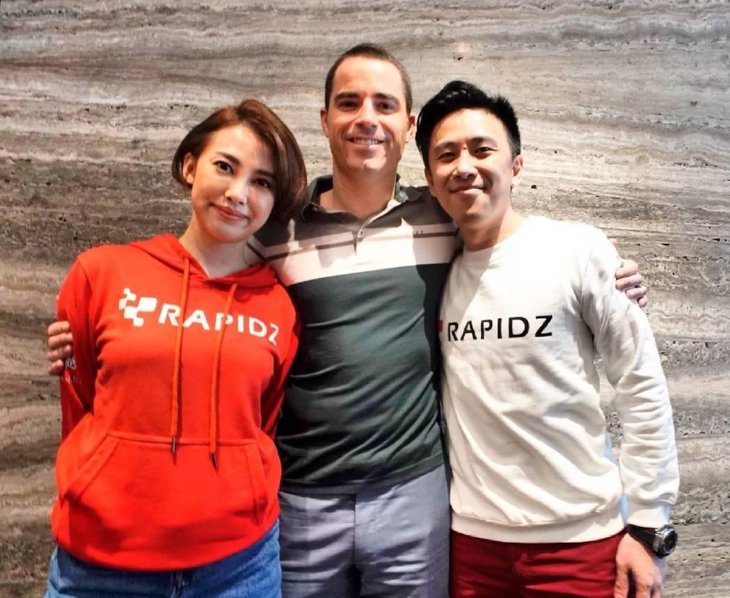 左起:RAPIDZ臺灣區負責人温倚君,比特幣現金創辦人Roger Ver,RAP...