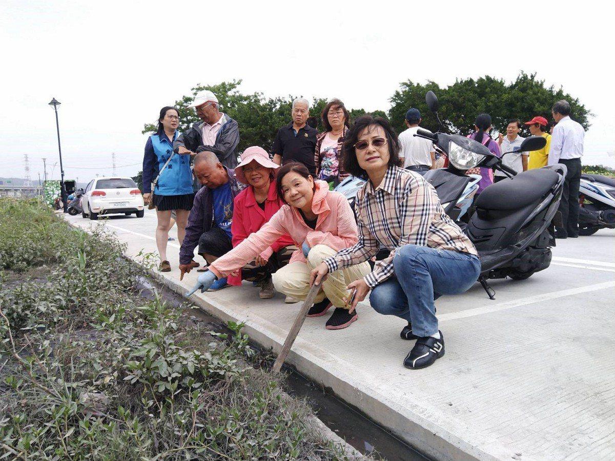 二重疏洪道的樂活農園疑似被汙水廠排放出的汙泥所污染新北市議員黃桂蘭呼籲農民,千萬...